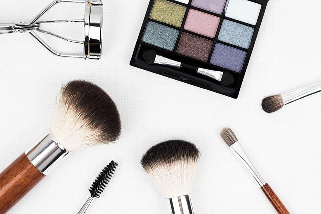 Eyelashes Secrets for Longer, Thicker Eyelash Extensions or Serum